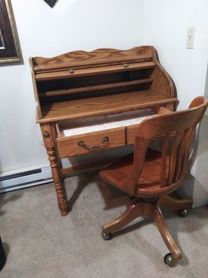 chair and desk for Sale in Federal Way, WA
