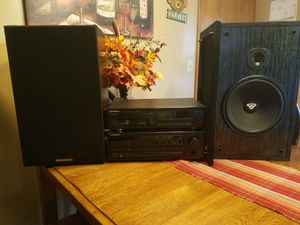 """Pioneer 6 disc unit with 10"""" cerwin vega 3 way speakers for Sale in Atchison, KS"""