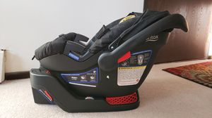 Britax B-Safe 35 Car seat with base for Sale in Saint Louis Park, MN