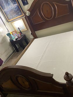 Queen Wood Bed frame With Extra Base Support And Beams for Sale in Rosemead,  CA