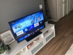 SEIKI 40' Inch (Non-Smart) Tv with Mount for Sale in Austin, TX