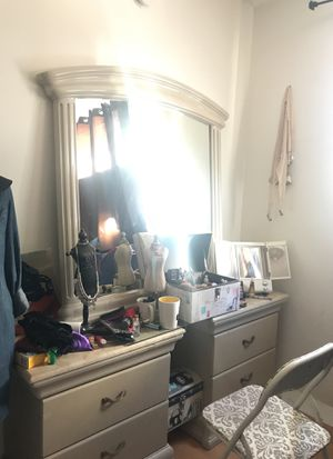 Makeup dresser set up. for Sale in Los Angeles, CA