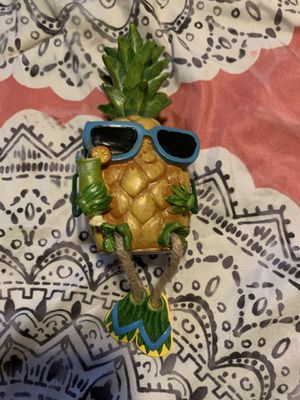 Pineapple shelf decoration for Sale in Clearwater, FL