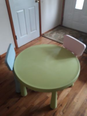 VERY NICE ROUND TABLE WITH two CHAIRS for SALE for Sale in Bellevue, WA