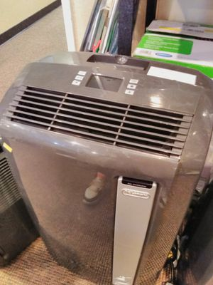 DeLonghi 12,500btu air conditioner dehumidifier fan and heater with out hose for Sale in Modesto, CA