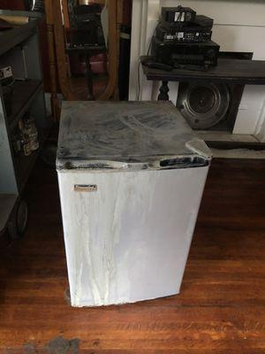 Mini fridge for Sale in Columbus, OH