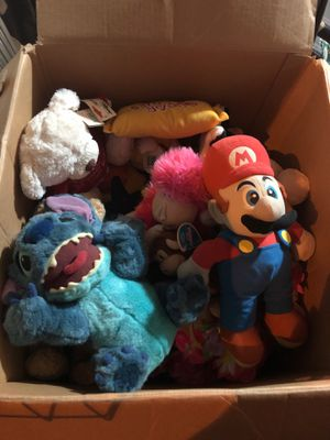 Free!!! Large box with plushes for Sale in Santa Ana, CA