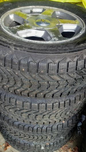 245/70R16 wheels/tires 6holes Chevy blazer for Sale in Vancouver, WA