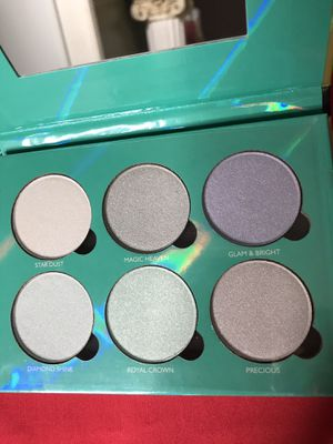 KaraBeauty Glow dust Highlights palette for Sale in Fresno, CA