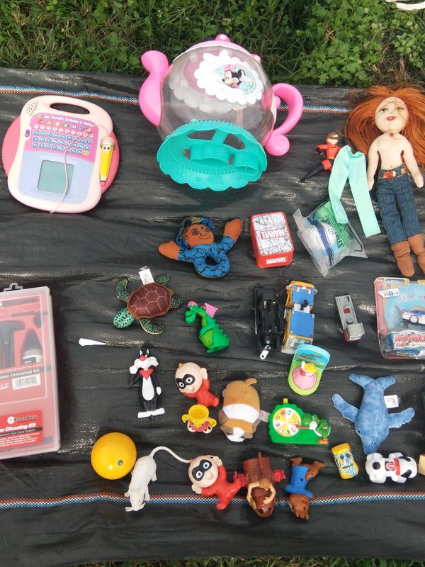 Kids toys and collectibles dolls bike helmets 100+ items