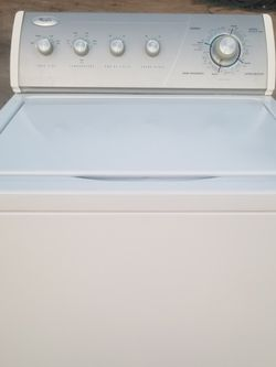 WHIRLPOOL EXTRA CARE WASHING MACHINE/ LAVADORA WHIRLPOOL CUIDADO INTENSIVO for Sale in Reedley,  CA