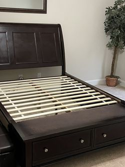 Coastal Queen Size Bed With Storage Drawers for Sale in Lawrenceville,  GA