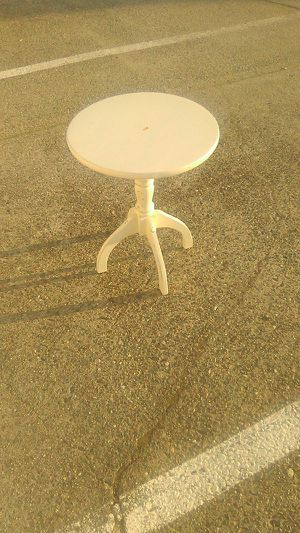 end table for Sale in Grants Pass, OR