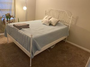 Queen bed frame for Sale in San Marcos, CA