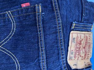 Mens levis 501 button fly jeans size 38x32 for Sale in Oxon Hill, MD