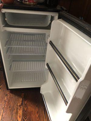 Mini fridge like new for Sale in Woonsocket, RI