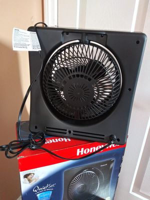 NEW EACH FOR SALE FAN HONEYWELL OSCILLATING 4 IN 1 ECONOMIC SAVE LIGHT for Sale in Los Angeles, CA