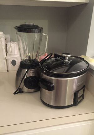 Crock pot and blender for Sale in Charlotte, NC
