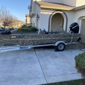 Lowe Roughneck 1860 Hunting/Fishing Boat for Sale in Brentwood, CA