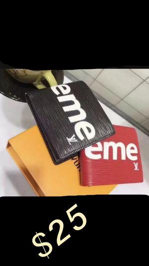 Men's Supreme LV Wallet for Sale in Sterling Heights, MI