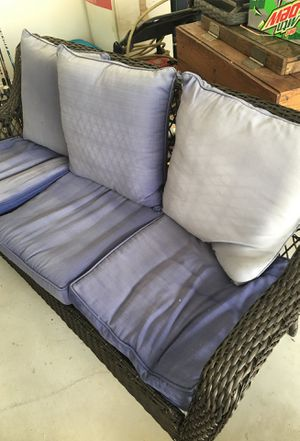 Wicker outdoors bench with coffee table for Sale in Pelzer, SC