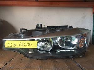 BMW 328i FRONT LEFT DRIVER SIDE HALOGEN HEADLIGHT ASSEMBLY for Sale in Oakland Park, FL