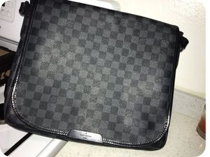 100% authentic Louis Vuitton Damier Graphite Daniel GM leather messenger bag for Sale in Los Angeles, CA