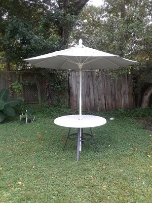 Table and pool chair for Sale in Tampa, FL