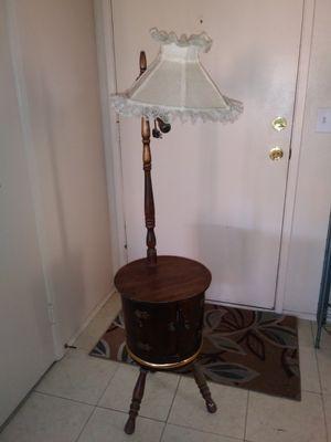 Antique Barrel lamp table for Sale in Hemet, CA