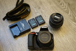 Nikon D5500 + 2 lenses + accessories for Sale in Los Angeles, CA
