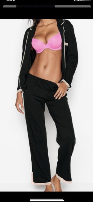VICTORIA SECRET SET.....BRAND NEW ...SIZE MEDIUM....$50 dlls ....PRICE IS FIRM/NO DELIVERY for Sale in Colton, CA