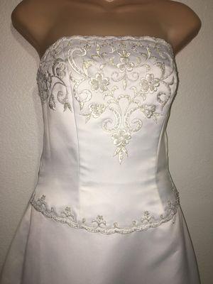 Beautiful NEW size 6 Wedding dress for Sale in Queen Creek, AZ