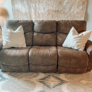Lazyboy GUC couch for Sale in Lake Oswego, OR