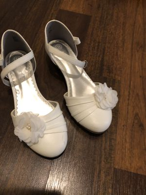 Girls off white wedding or dress shoes size 1-1/2 for Sale in Orange, CA