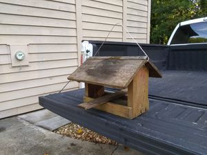 20x18x15 birdhouse for Sale in Lawrenceville, GA