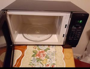 Microwave good condition good works super limpio serios compradores por favor for Sale in UNIVERSITY PA, MD