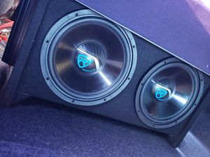 """12"""" speakers with box and amp for Sale in Frostproof, FL"""