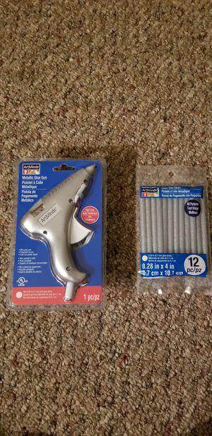 f86a04d2376 Brand New electric Hot Glue Gun includes Glitter glue pack for Sale in East  Moriches