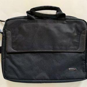 Black Polyester Solo Laptop Case Messenger Bag CLA116-4 for Sale in Centreville, VA