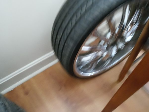 22inch rims off my 08 lexus will fit infiniti or crown vic universal needs one tire asking 600