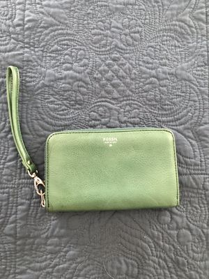 Brand new green leather Fossil wristlet for Sale in Vernonburg, GA