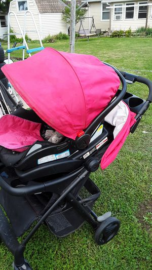Graco stroller car seat & base for Sale in Bellefontaine, OH