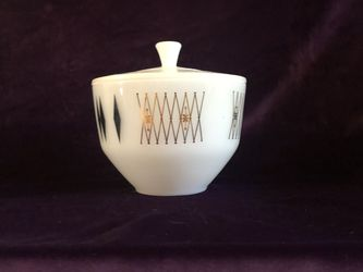 Vintage Gold Trim Glass Bowl And Lid for Sale in West Palm Beach,  FL