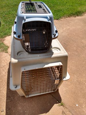 Small dog kennel carrier medium for Sale in College Park, GA