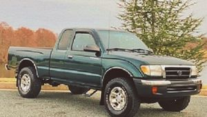 TOYOTA TACOMA 2000 CLEAN . for Sale in Macon, GA