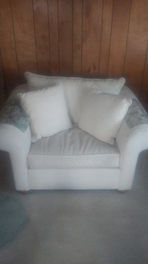 Big comfy chair with pillows for Sale in Hayward, CA