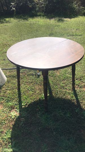 Wooden Kitchen Table w/extension & chairs for Sale in Spartanburg, SC
