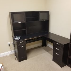 Desk With Hutch for Sale in Lawrenceville, GA