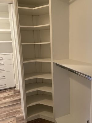 Curved closet and chest of drawers with shelves./ Armario curvo y cómoda con estantes. for Sale in Hialeah, FL