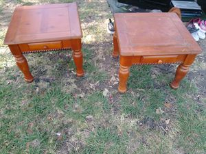 2 wood end tables for Sale in Grand Prairie, TX